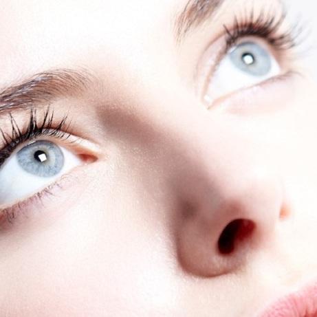 Les yeux pleins d'éclats